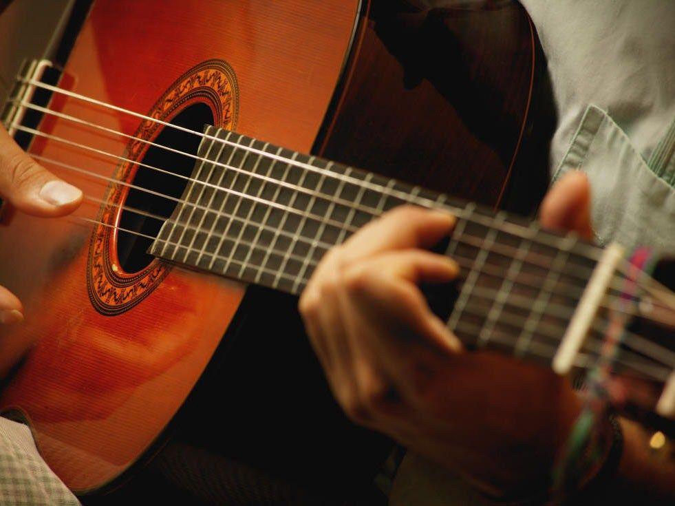 Урок игры на гитаре