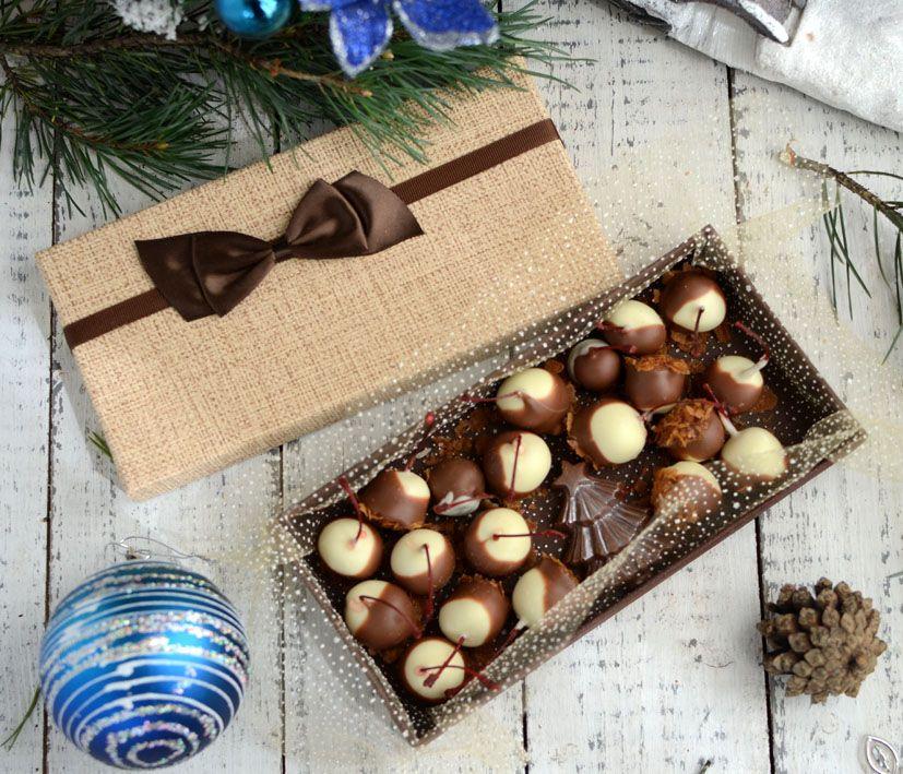 Вишня в шоколаде 200 грамм и шоколадная ёлочка