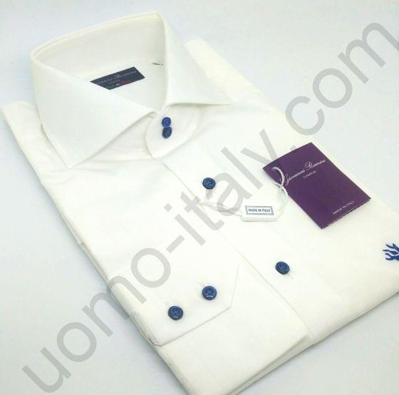 Рубашка на свадьбу белая Giovanni Rosmini с синими пуговицами и розой