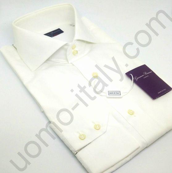 Рубашка белая на свадьбу с вышивкой бежевая роза