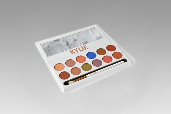 Палетка теней с зеркалом Kylie the royal peach palete, 12 оттенков