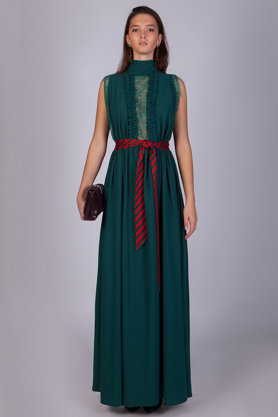Длинное вечернее платье изумрудного цвета
