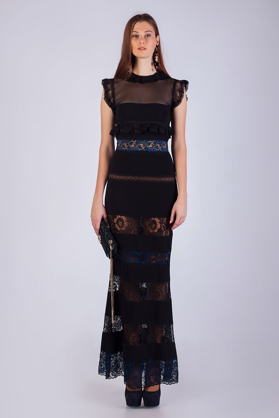 Длинное вечернее платье с кружевными вставками