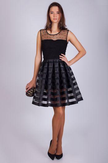 Коктейльное короткое платье черного цвета с пышной юбкой
