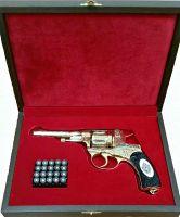 Золотой револьвер Наган