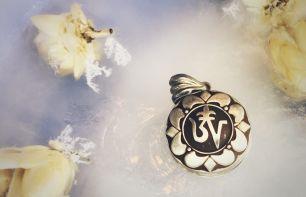 Открывающийся медальон символ Ом в виде серебряной коробочки (Москва)