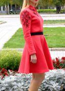 Нижняя часть платья - юбка-полусолнце хорошо держит форму.
