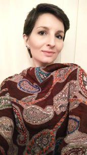 Палантин из натуральной шерсти с ручной вышивкой (Москва)