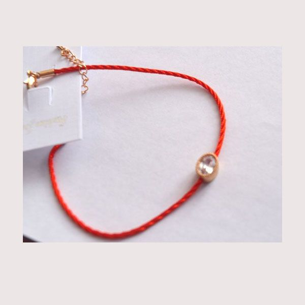 Оберег от сглаза красная нить со стразом в подарок, при заказе от 3000 рублей и более