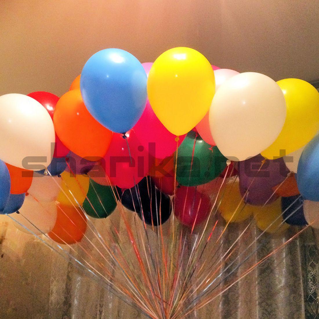 Облако из разноцветных воздушных шариков