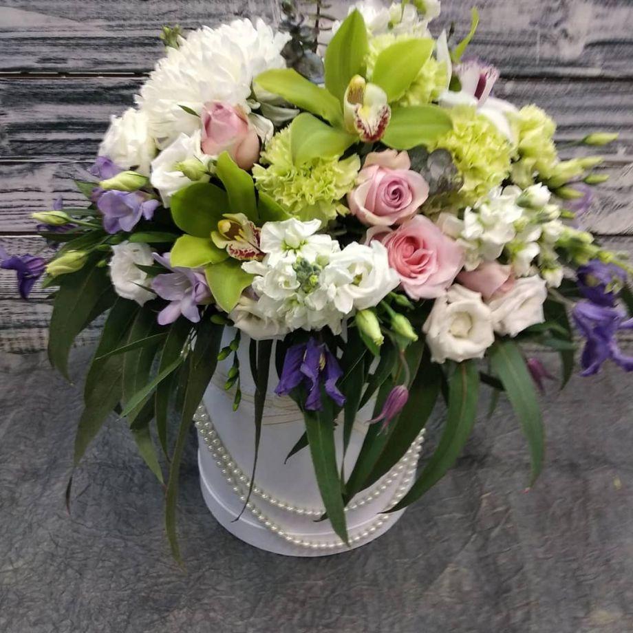 Королевская коробка с цветами