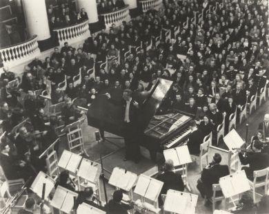 г. Ленинград, Филармония, исп. 3 ф-п концерта солист В.Ашкенази. 1953 г.