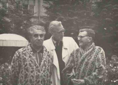 лева направо - А.Хачатурян, Д.Кабалевский, Д.Шостакович ( Москва, ЦКБ ).