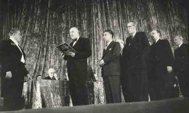 Юбилей Р.М.Глиэра (?). Слева направо - Р.Глиэр, Шапорин, А.Хачатурян, Д.Кабалевский, Л,Оборин, И.Дунаевский