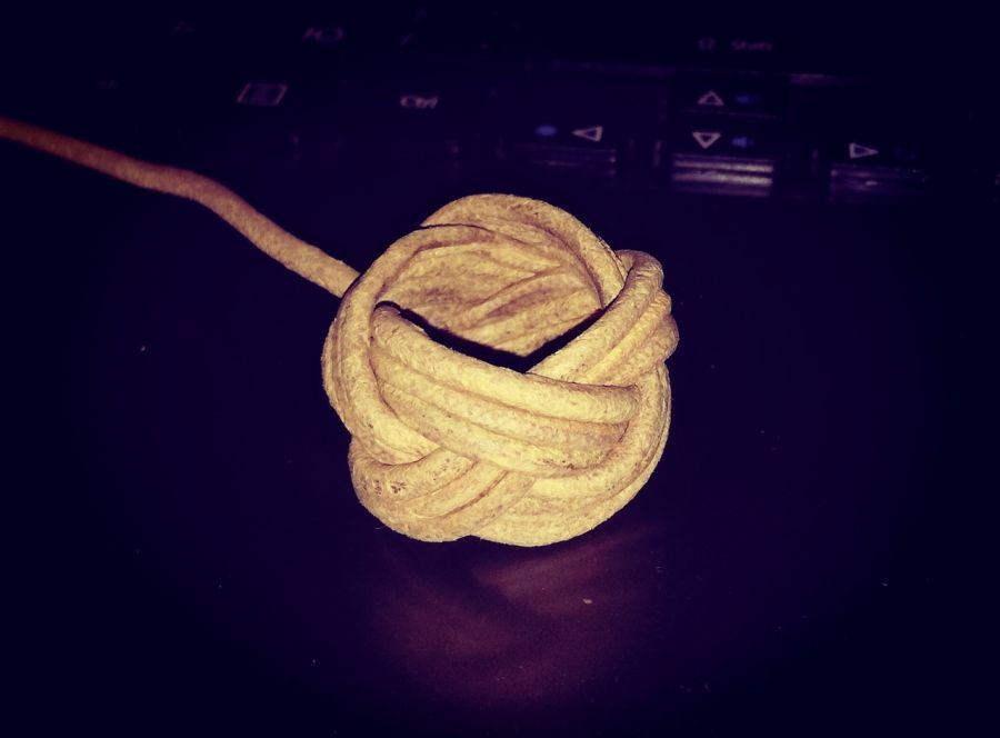 Тренчик кожаный плетеный