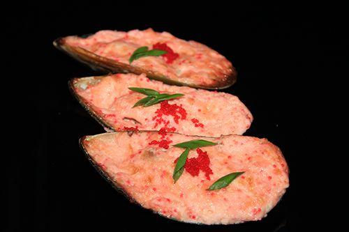 Мидии запеченные под острым соусом (1шт)