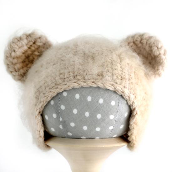 Вязаная шапочка для куклы Мишка бежевый