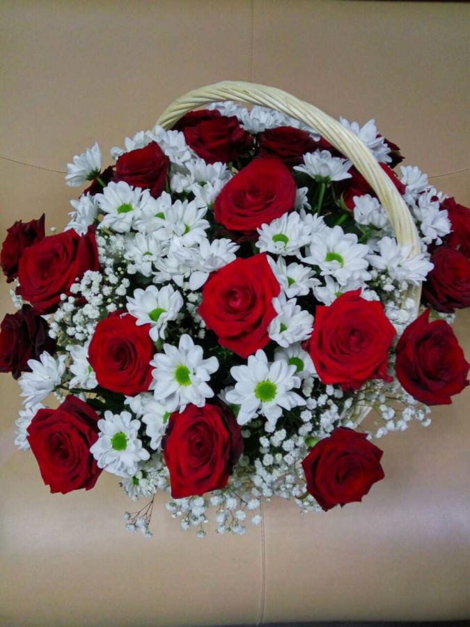 Корзина из 29 роз