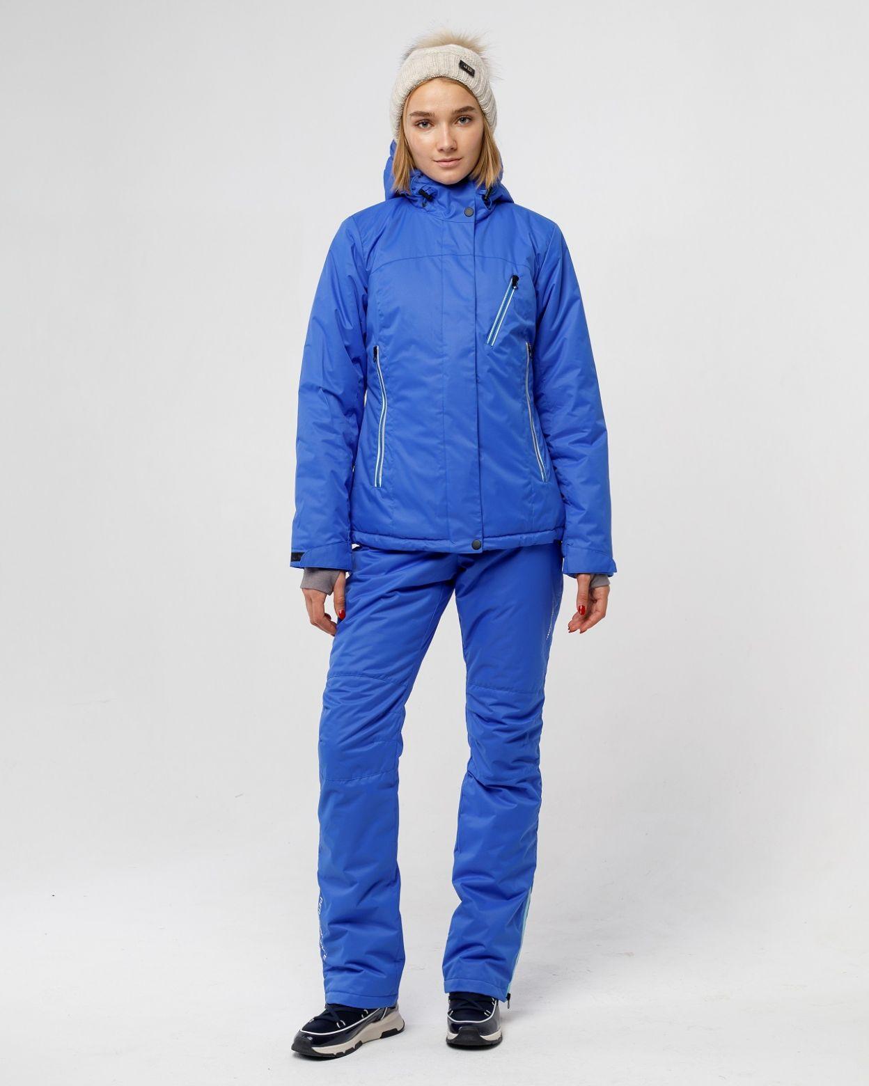 """Женский мембранный спортивный костюм выполнен из современного материала с плетением""""твил"""". Куртка имеет несъемный капюшон с резиновой утяжкой и фиксаторами, также капюшон имеет небольшой козырек. В куртке использовано водоотталкивающая молния, к"""