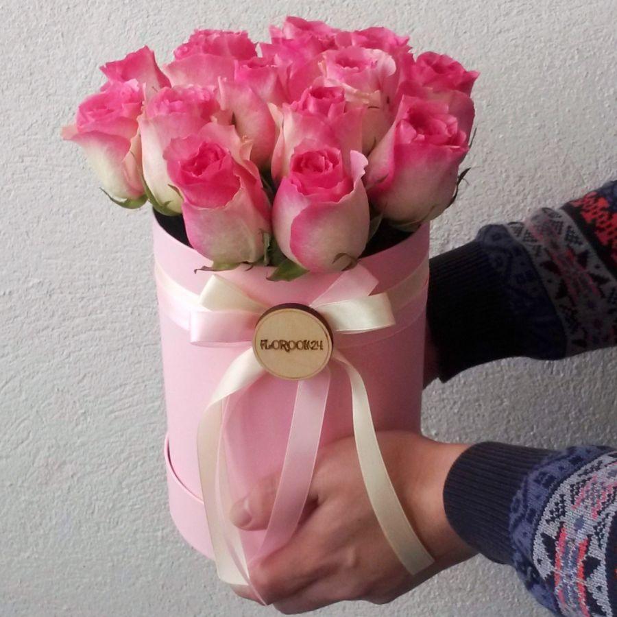 15 розовых роз в шляпной коробке
