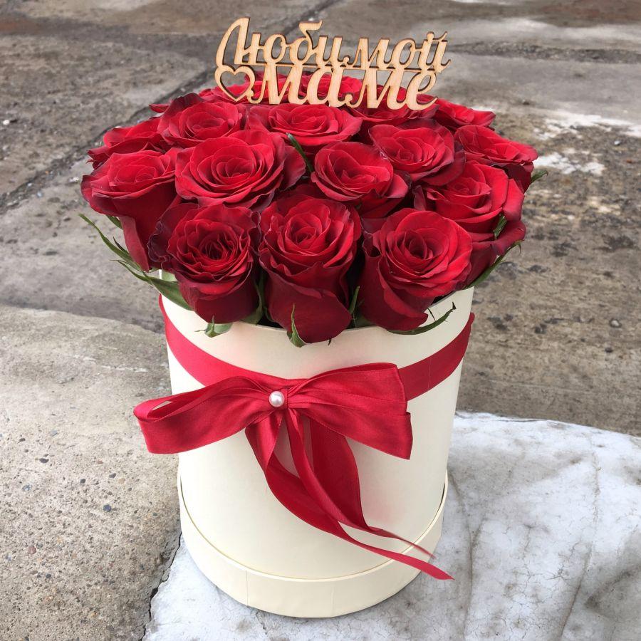 19 красных роз в шляпной коробке и топпер