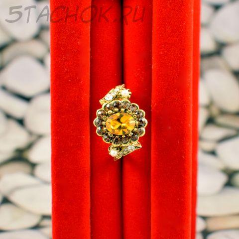 Кольцо с желтым камнем (США)