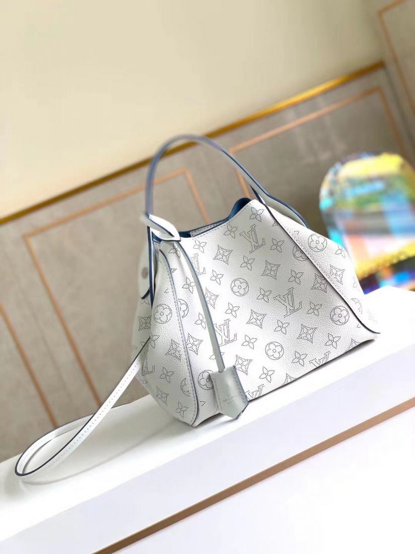 Louis Vuitton Hina PM