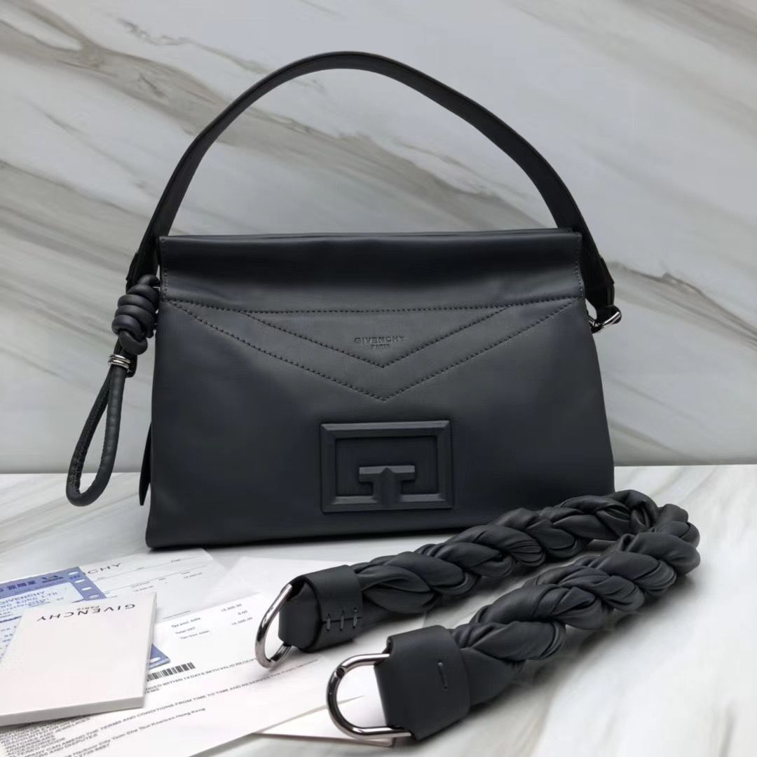 Givenchy ID 93