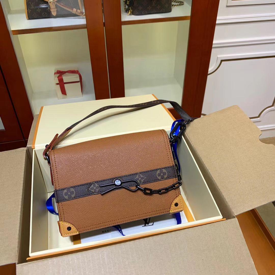 Сумка клатч Louis Vuitton 23 cm