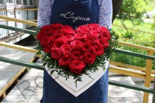 Коробка с розами сердцем