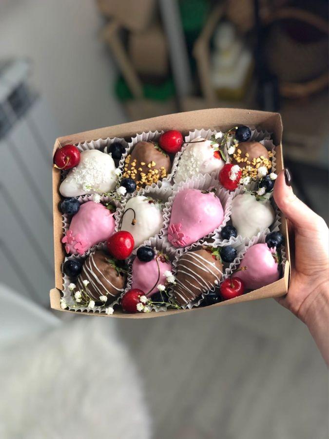Клубника в шоколаде 12 штук