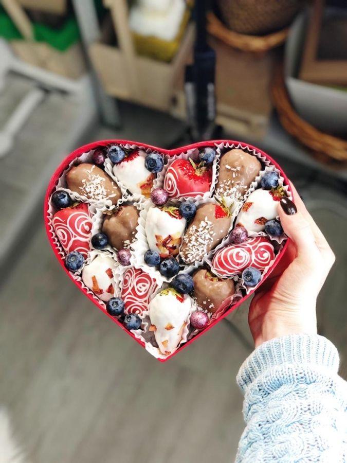 Клубника в шоколаде сердце №7