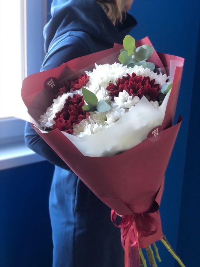 Хризантема с эвкалиптом