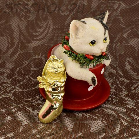"""Брошь """"Кошачий новогодний подарочек"""" (AJC США)"""