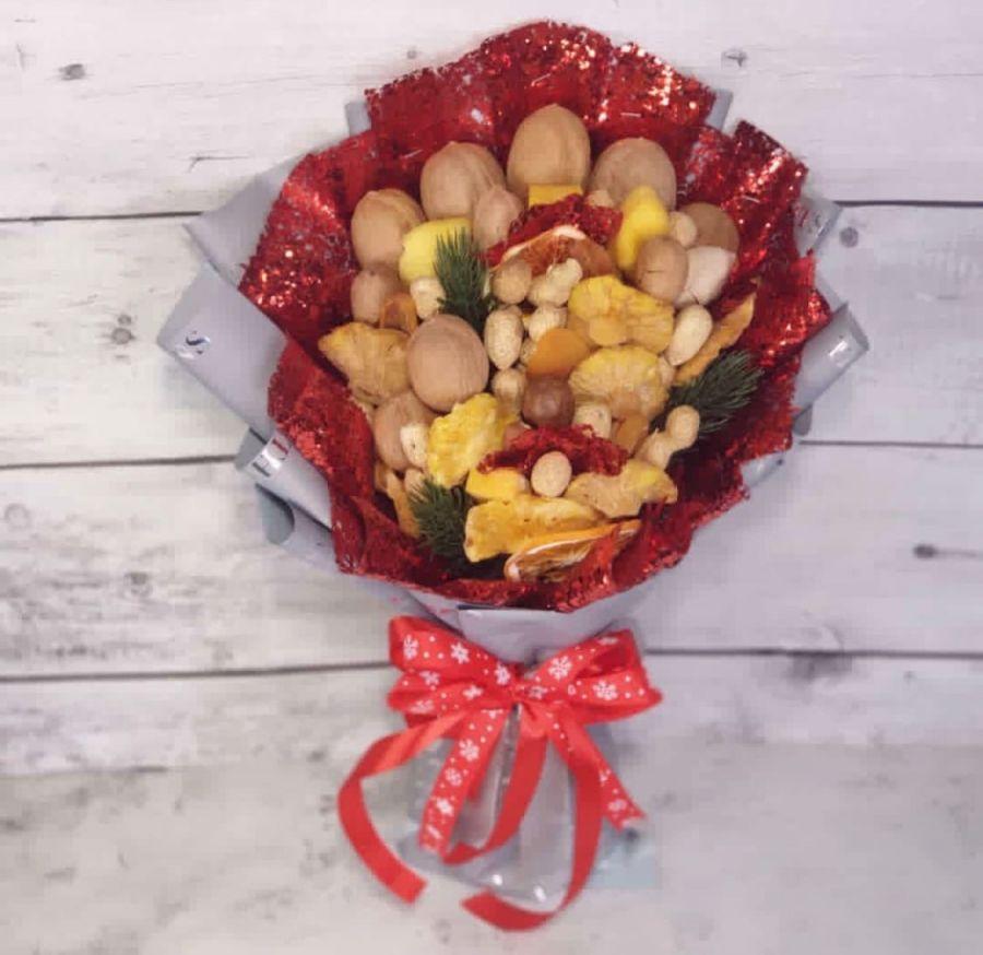 Новогодний ореховый букет Малый