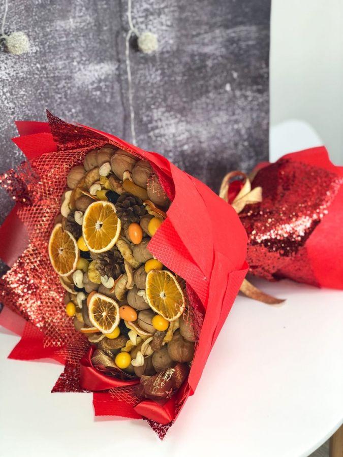 Новогодний ореховый букет Большой