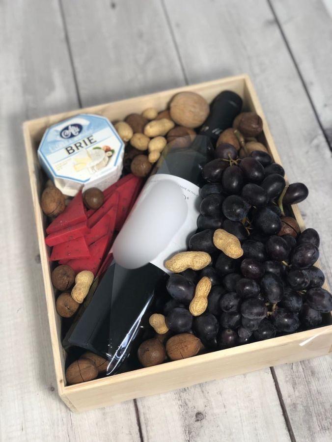 Набор подарочный с сыром и орехами №2