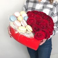 Сердце: макаруны + роза
