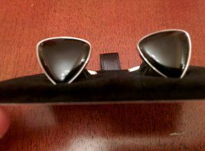 стильные английские запонки с черным ониксом в форме плектра ( треугольник) PLECTRUM SHAPED ONYX