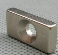Магнит отверстие с зенковкой 16x8x3 ⌀6.2х3.2,