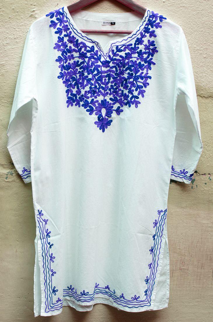 Женская индийская длинная рубашка с синей вышивкой (отправка из Индии)