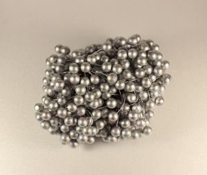 `Ягоды 10 мм (длина 16см), цвет - серебро. 1 уп = 40 ягодок ( 20 веточек)
