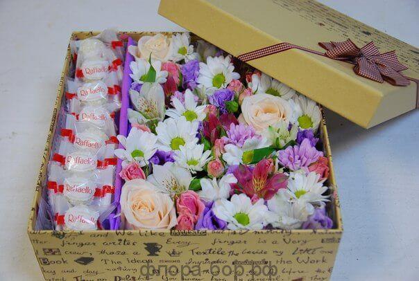 """Цветы в коробке """"Рафаэлло"""""""