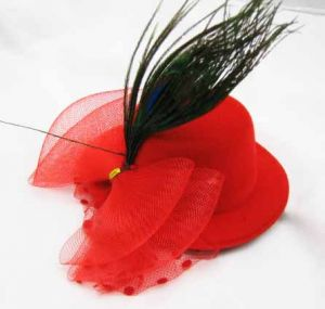Мини-шляпка красная со стразом
