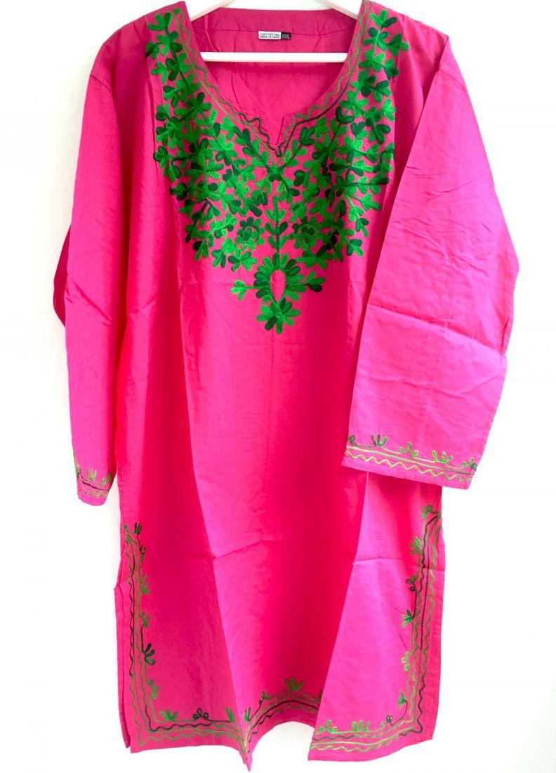 Розовая женская курта с вышивкой