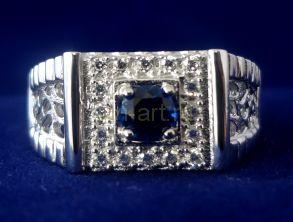Позолоченный белым золотом перстень с искусственным сапфиром (арт. 260118)