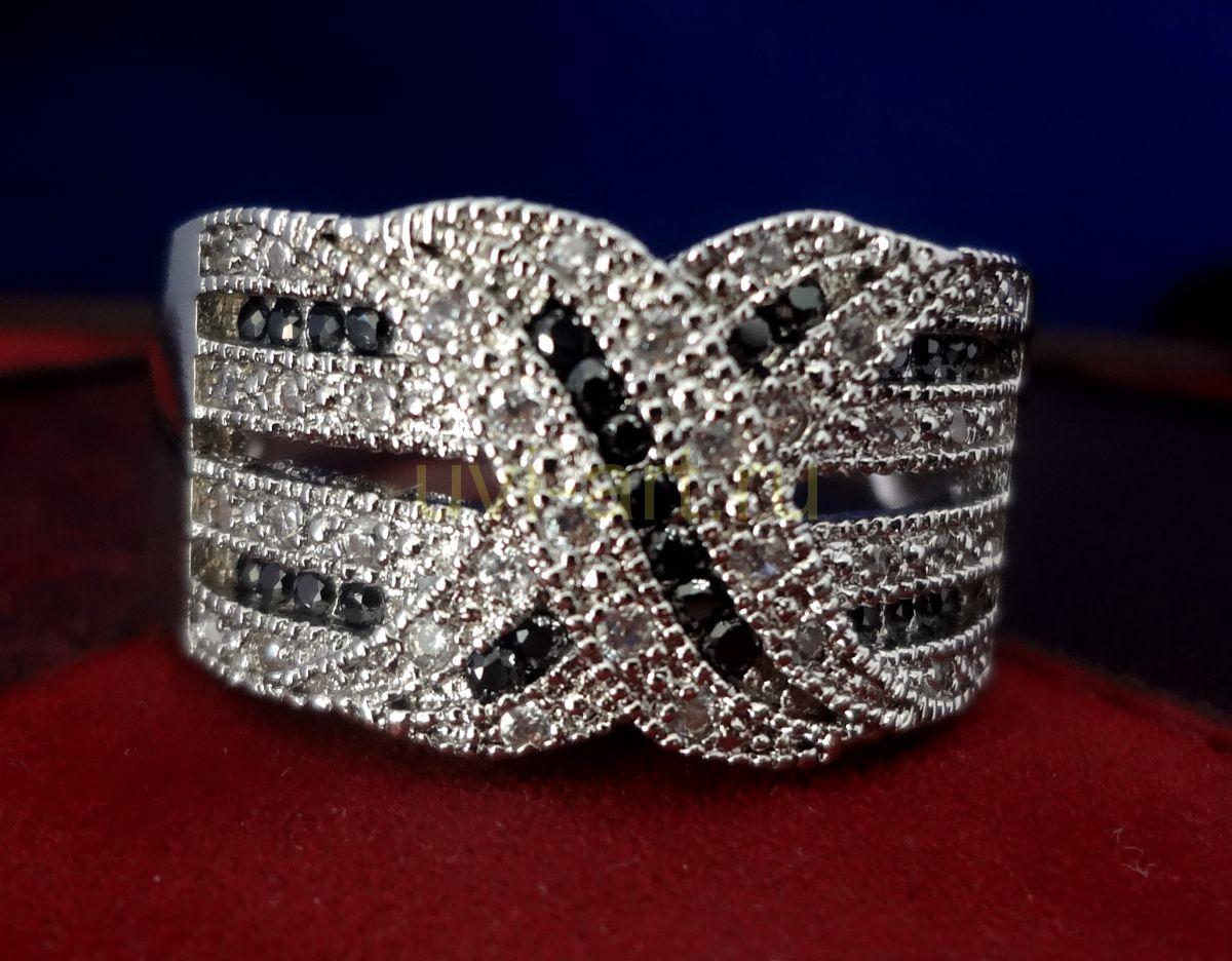 Позолоченное белым золотом серебряное кольцо с черными бриллиантами (арт. 901115)