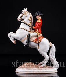Курбет, офицер на коне, Augarten Wien, Австрия, сер. 20 в