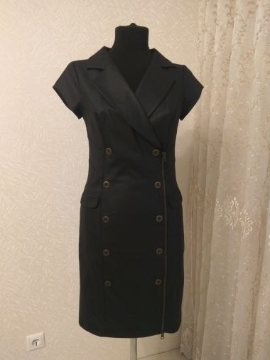 Элегантное модное платье из черного габардина