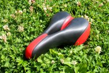 Седло для велосипеда Черное с красным
